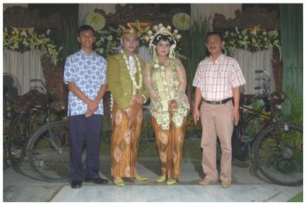 Ontel tetep setia mendampingi saat pernikahan