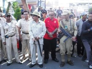 pelepasan start oleh walikota dgn memakai samurai