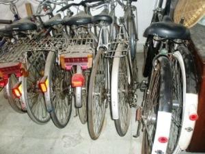 lihat dua sepeda yg dikanan....arrrghhhhhhhhhh !!!
