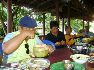 penutupnya air kelapa muda ...sueger.... :D