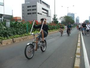 sepeda dgn setang perpaduan lebar + tinggi