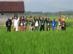POC Bekasi lagi deklarasi di tengah sawah