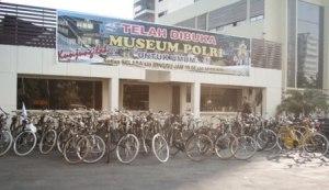 milik pribadi bukan koleksi museum :)