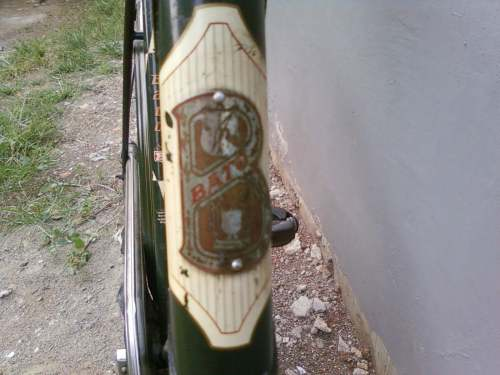 Emblem yang mirip dengan batavus karena memang merk BATO diambil alih batavus pd 1953