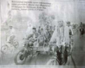 rombongan menuju tkp (courtesy Pos Kota 29 agustus 2009 hal:2)