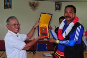 Hj.Romie Bin Len Chief Co-Ordinator Jom Kayuh Pan Borneo 2009 (Kanan)