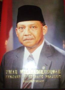 Umar Wirahadikusumah (10 Oktober 1924 - 21 Maret 2003)