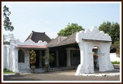 Download this Peserta Ajak Mengunjungi Istana Kasepuhan Cirebon picture
