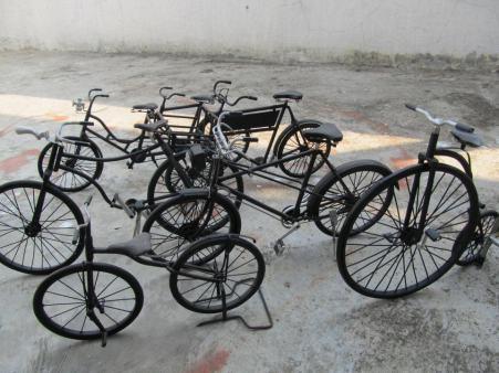 Miniatur sepeda tua